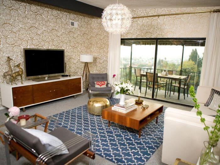 sala mid century modern tapete azul